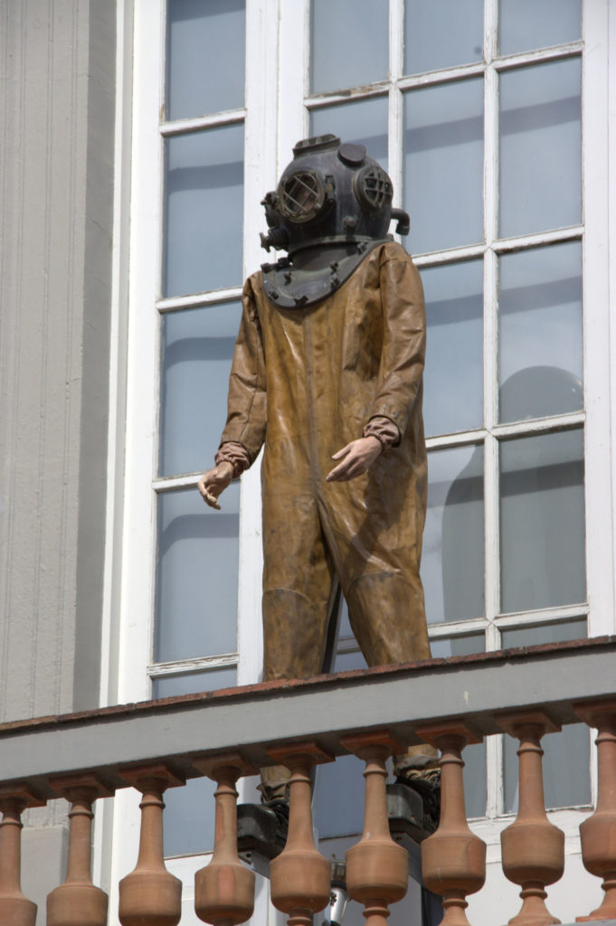 Diver on the facade of the museum